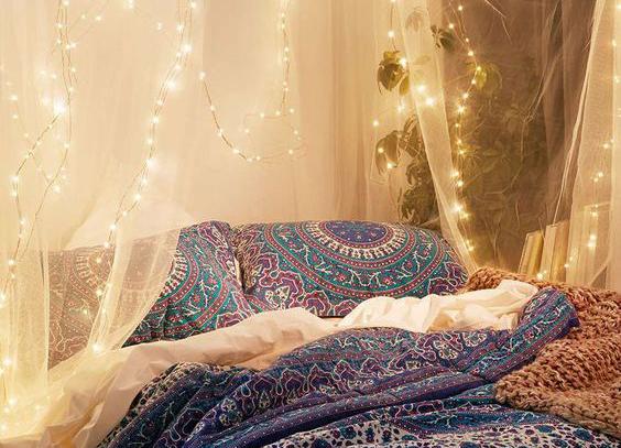 Diy romantische lichtjes boven je bed alles om van je huis je thuis te maken - Romantische witte bed ...