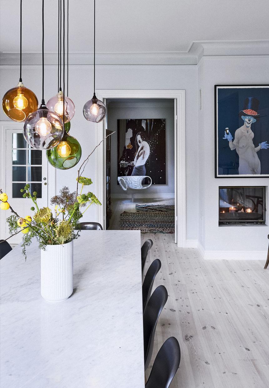 verschillende lampen boven tafel
