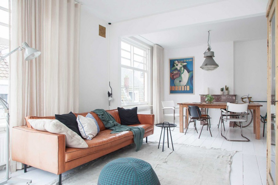 Shop the look: cognackleurige bank in een wit interieur - Alles om ...