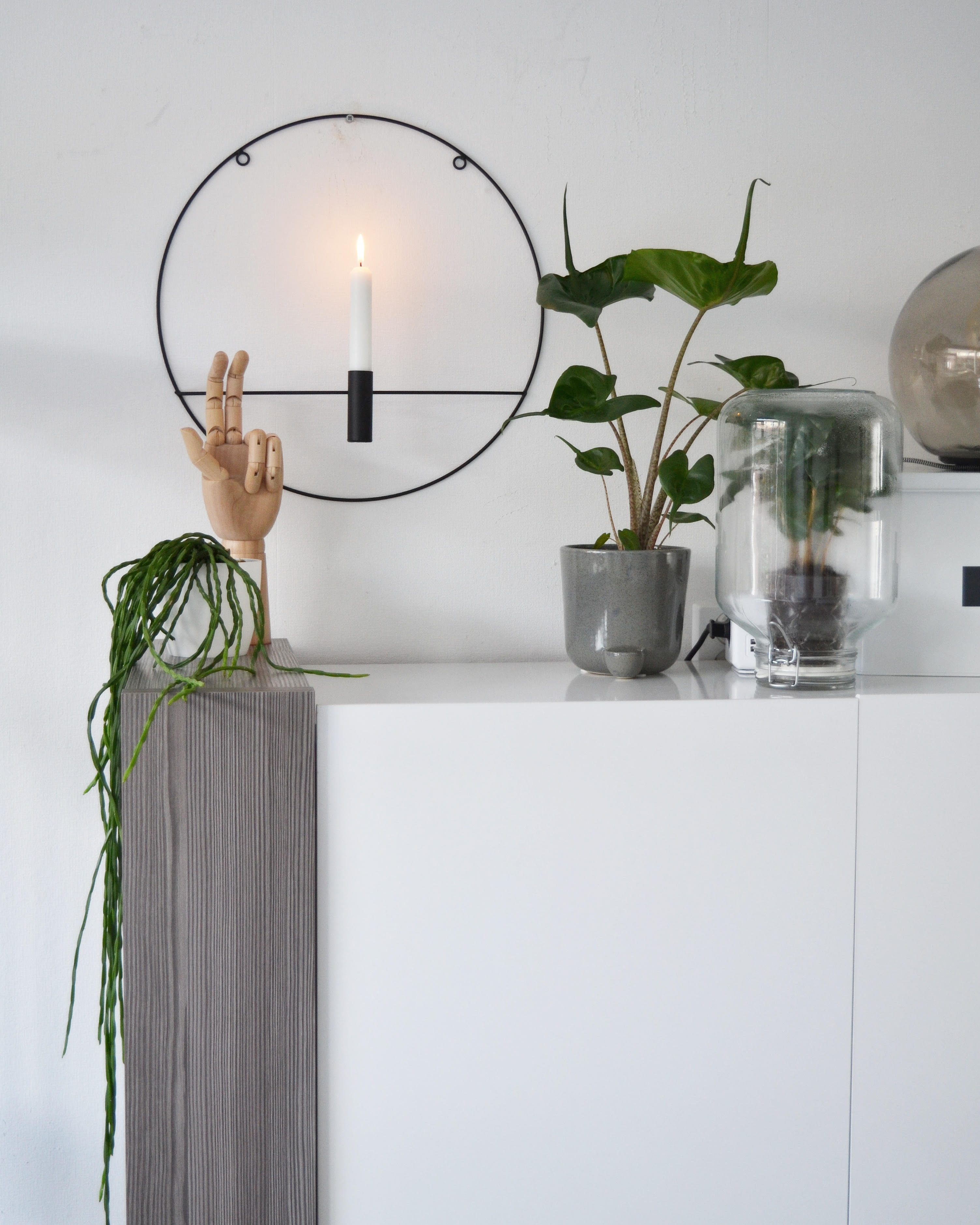 witte wandkast moderne accessoires