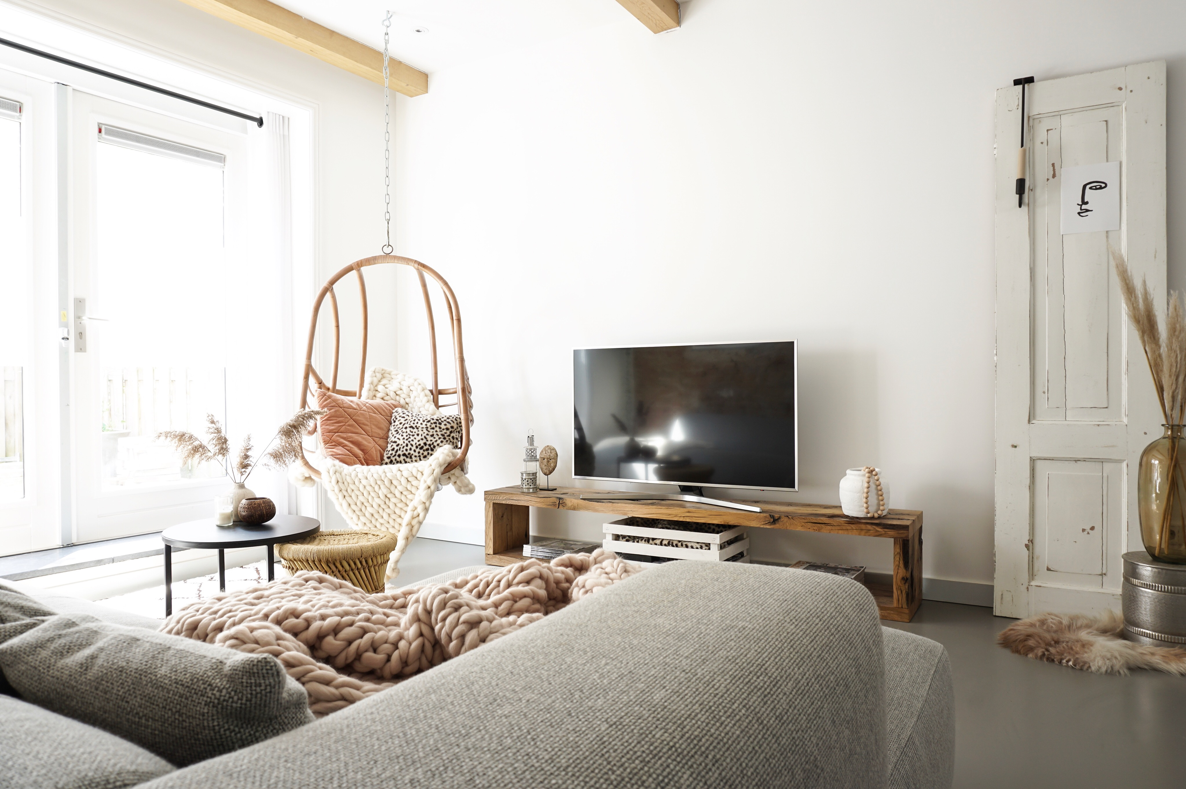 woonkamer met zachte kleuren