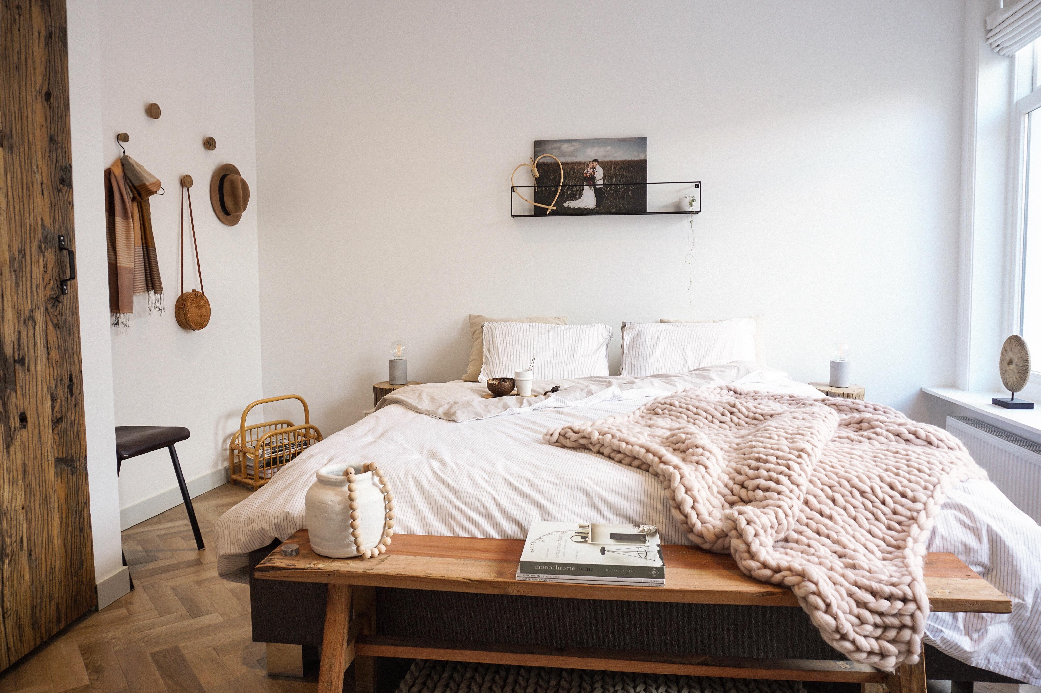 slaapkamer zachte kleuren natuurlijke materialen