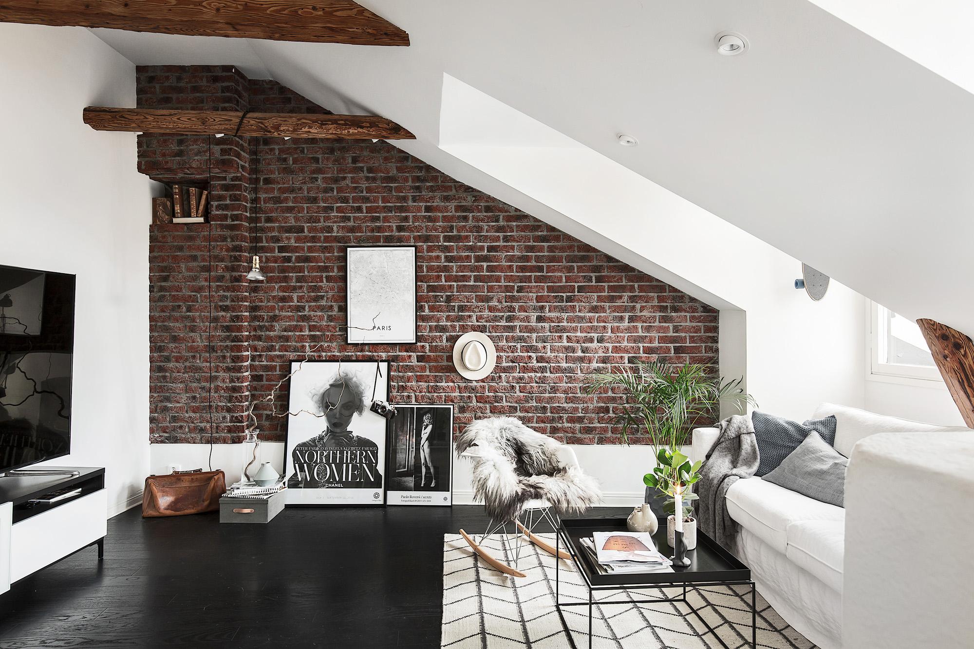 Binnenkijken in een appartement met bakstenen muur - Alles om van je ...