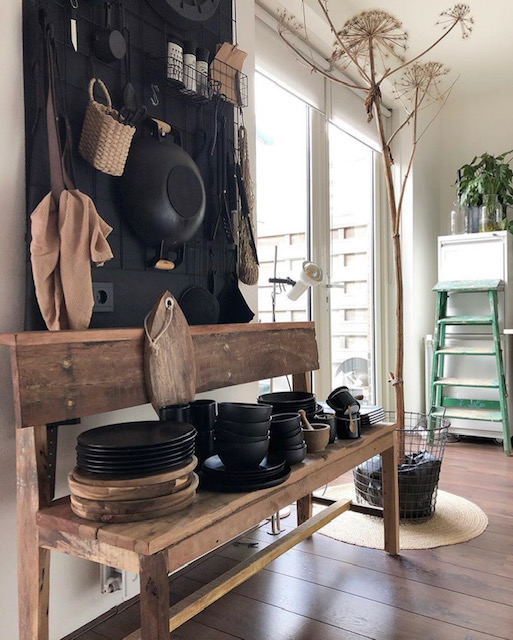 houten bankje en stoere keukenaccessoires Olaifje