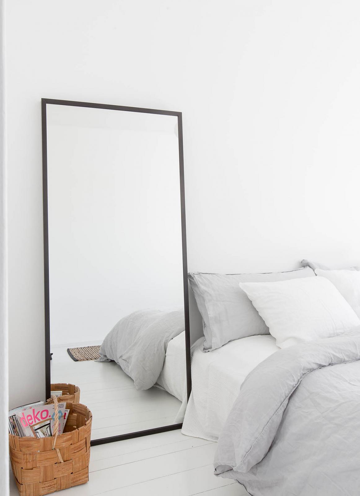 staande spiegel in het interieur