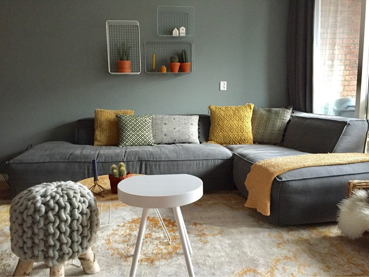 Color crush okergeel met lichtgrijs alles om van je for Warme woonkamer inrichting