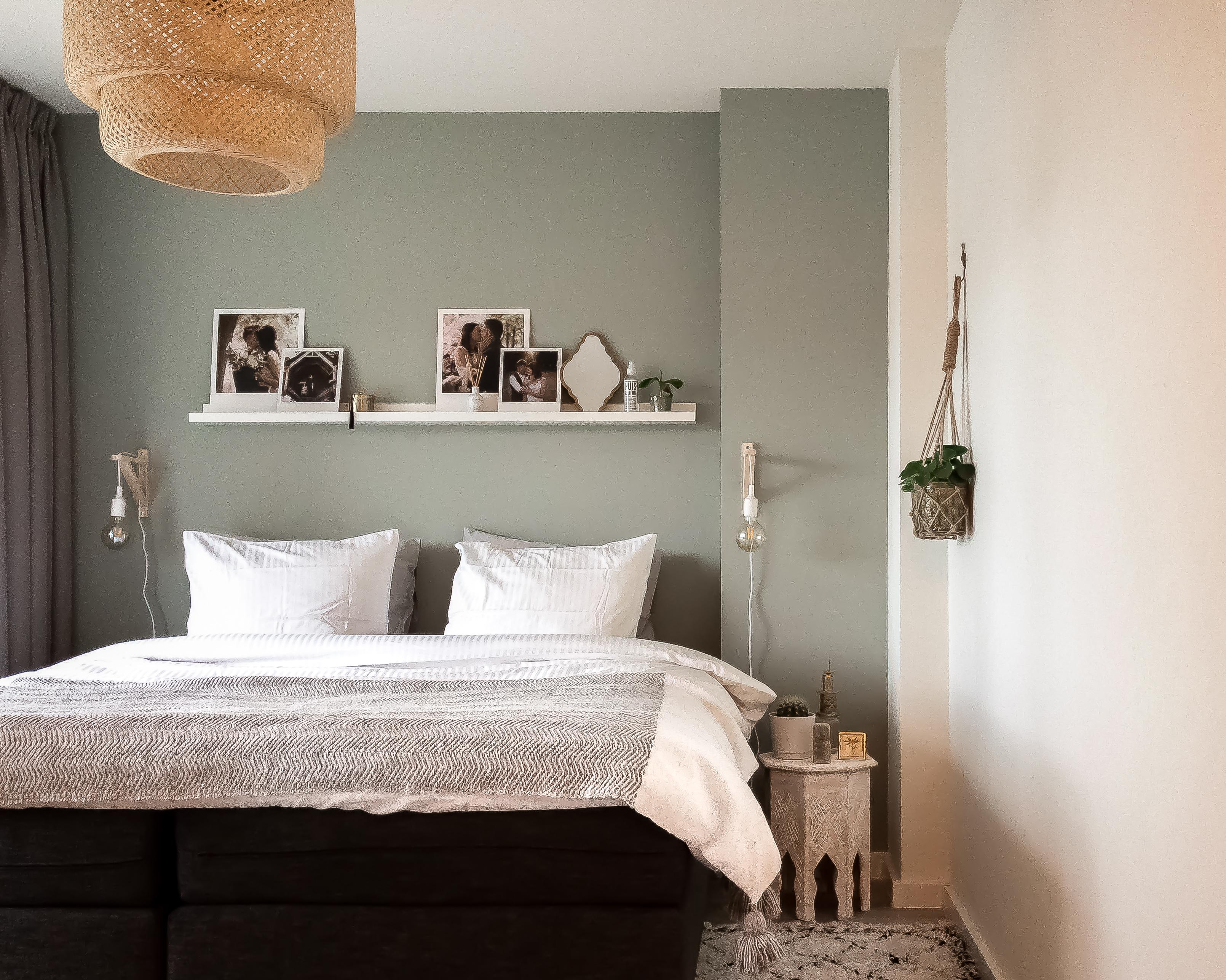 slaapkamer groene muur bohemien details