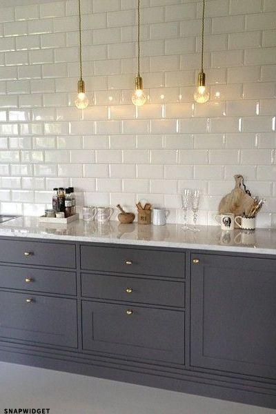 10x de mooiste keukens met een likje grijze verf alles for Overhead kitchen cupboards