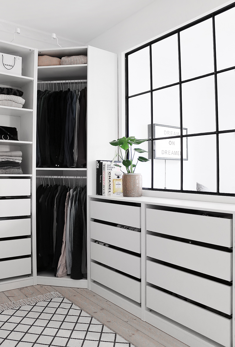 The Best Option For It Is Walk In Closet That Act As A Miniature Room As  Well As An Enlarged Closet That Keep All Your Proud Possessions In An Apple  Pie ...