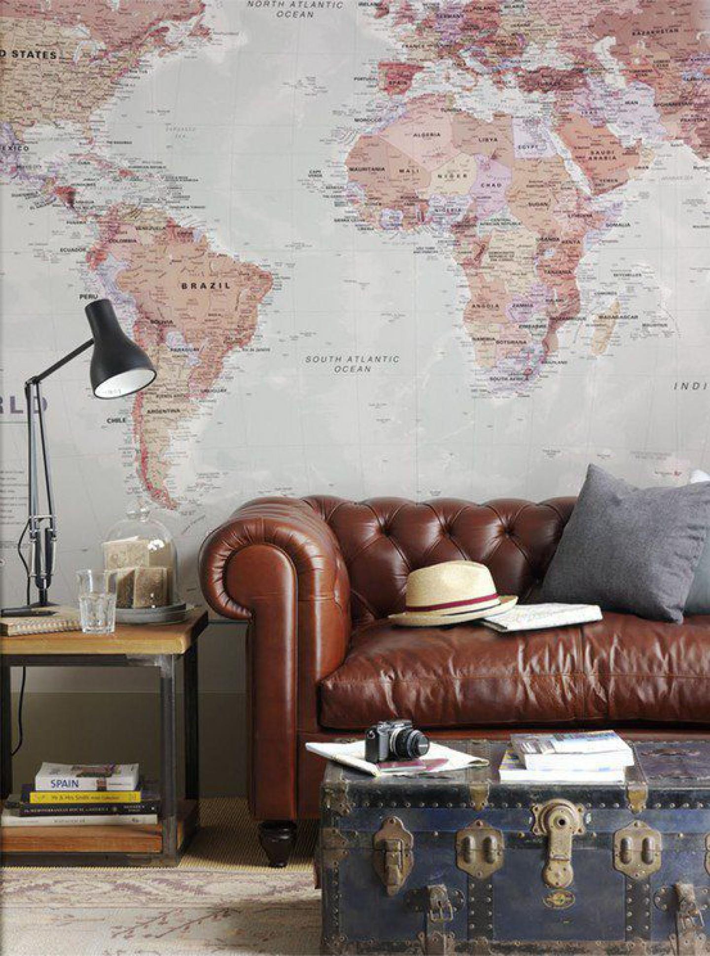 10x de mooiste interieurs met een wereldkaart alles om van je huis je thuis te maken - Baudelaire leunstoel thuis van de wereld ...